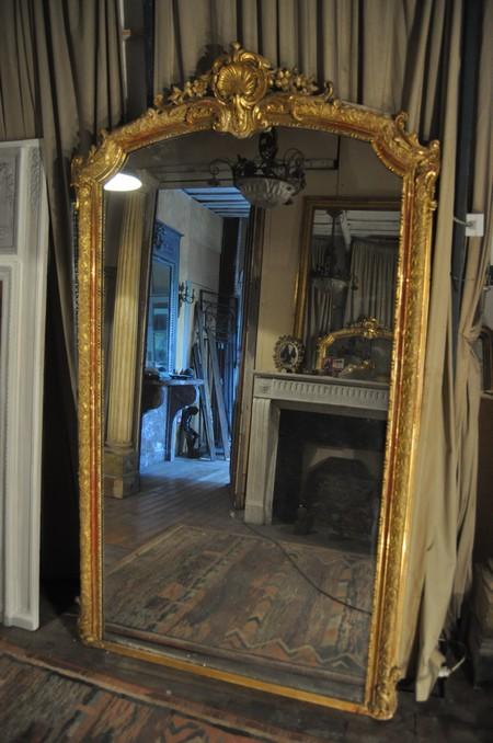 Miroir ancien cadre feuille or louis xv for Miroir dans une chambre